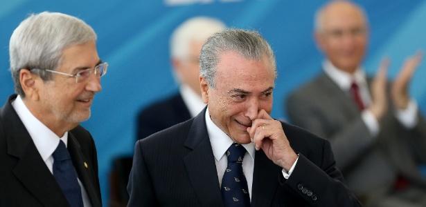 Antônio Imbassahy (e) é um dos ministros que podem voltar à Câmara para votar pela rejeição da denúncia contra Temer - Alan Marques/ Folhapress