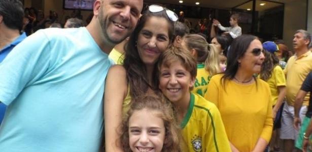 Publicitária Daniela Mosseri Nehmad com a família quando chegou a Israel; seu primeiro emprego foi de funcionária de uma creche