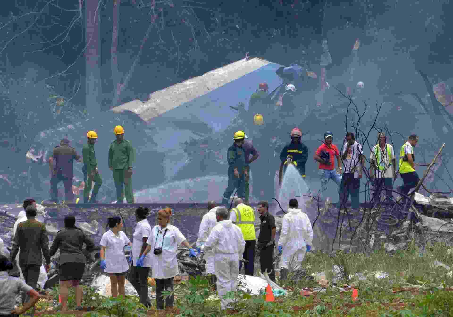 18.mai.2018 - Um Boeing-737 caiu em Cuba pouco tempo depois de decolar do Aeroporto Internacional José Martí, nos arredores de Havana - Adalberto Roque/AFP