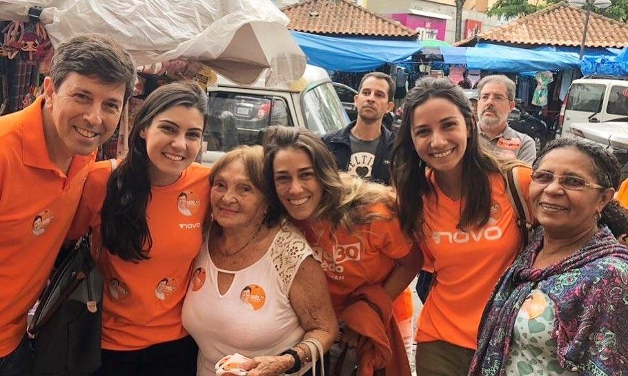 À véspera da eleição, o candidato à presidência da República João Amoêdo visita o bairro do Bonsucesso, no Rio de Janeiro