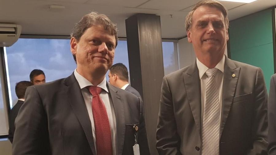 27.nov.2018 - Bolsonaro com Tarcísio Gomes de Freitas, futuro ministro da Infraestrutura - Divulgação/Governo de Transição