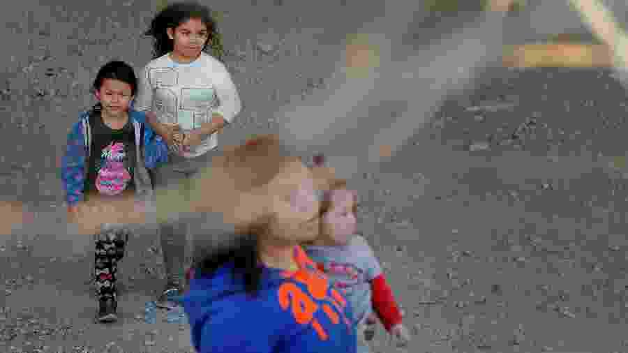 29.mar.2019 - Crianças detidas pela patrulha de fronteira dos EUA - Lucas Jackson/Reuters