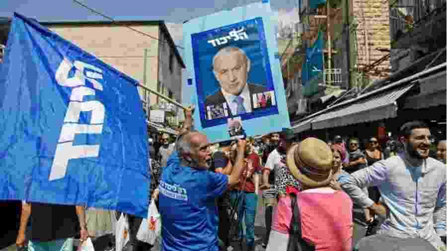 Simpatizantes de Benjamin Netanyahu, que já é o premiê há mais tempo no poder em Israel - AFP