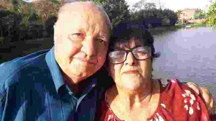 O aposentado Eli Borba, 80, que tem câncer na bexiga, e sua esposa Elci Cardoso Borba - Arquivo pessoal
