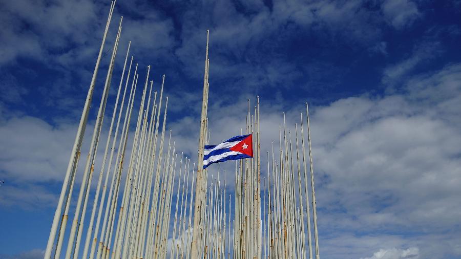 """Chefes diplomáticos discutiram """"os interesses da UE em questão de comércio e investimentos"""" em Cuba, segundo nota - Yamil Lage - 26.nov.2016/AFP"""