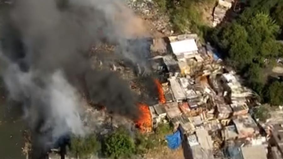 Fogo começou na R. Antônio dos Santos Neto, próximo ao DEIC (Departamento Estadual de Investigações Criminais) da Av. Zaki Narchi - Reprodução/GloboNews