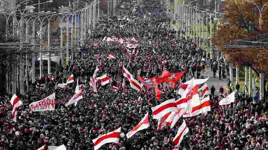 18.out.2020  - Manifestantes vão às rua de Minsk protestar contra os resultados da eleição presidencial - AFP