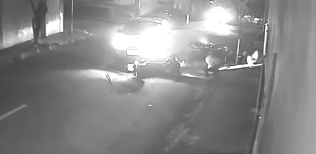 Estava alcoolizada | BH: Mulher de 50 anos atropela policiais de moto na contramão