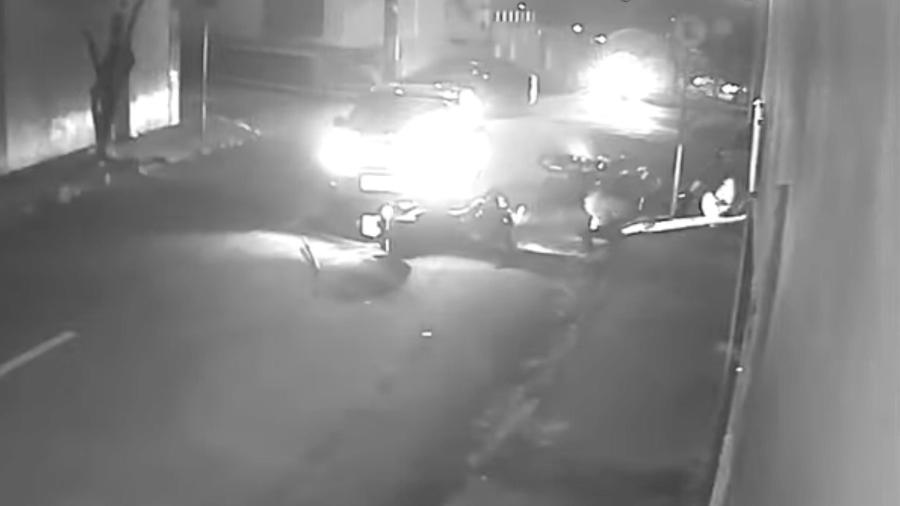 Os policiais tiveram ferimentos leves - Reprodução de vídeo