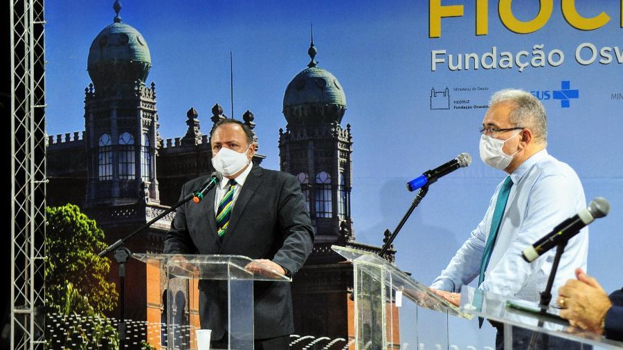 Marcelo Queiroga (à dir.) participa de evento ao lado do antecessor no comando do Ministério da Saúde, Eduardo Pazuello -  Pedro Paulo Gonc?alves/Fiocruz
