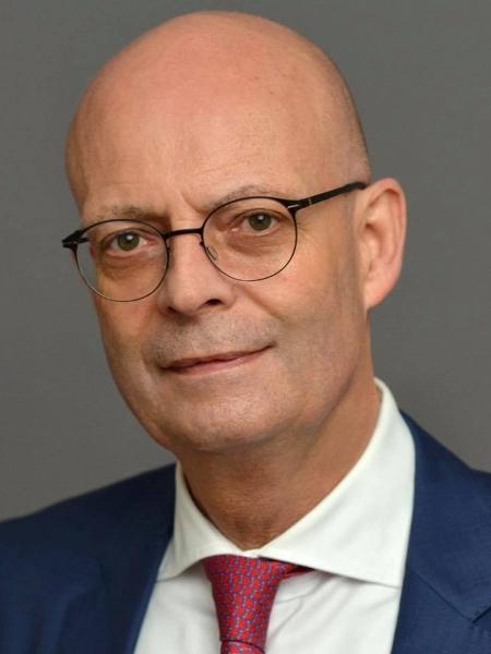 Bernd Wiegand, prefeito de Halle (Alemanha), foi suspenso do cargo por tomar a vacina da covid-19 antes da hora - Reprodução/Facebook