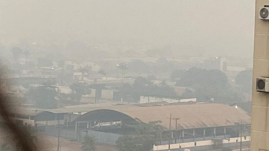 Foto tirada às 6h30 de hoje mostra poluição do ar - Lourdes Borzacov/Arquivo pessoal
