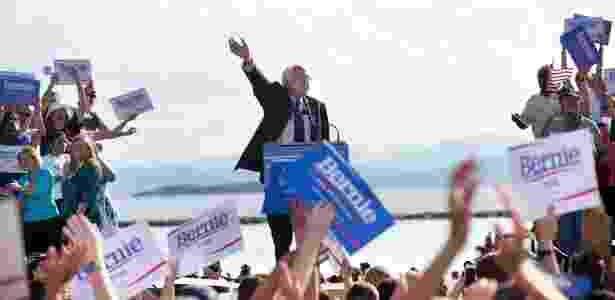Senador Bernie Sanders anuncia que é pré-candidato à Presidência dos EUA em maio de 2015 em Burlington, cidade onde foi prefeito por três mandatos - Nathaniel Brooks/The New York Times