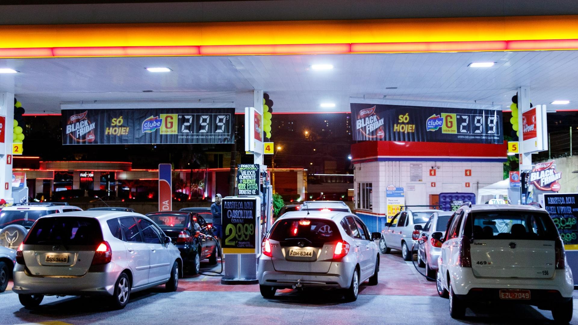 7ddd283c2 Dia sem imposto tem gasolina por R$ 2,28 e BMW com desconto de R$ 51 mil -  24/05/2018 - UOL Economia