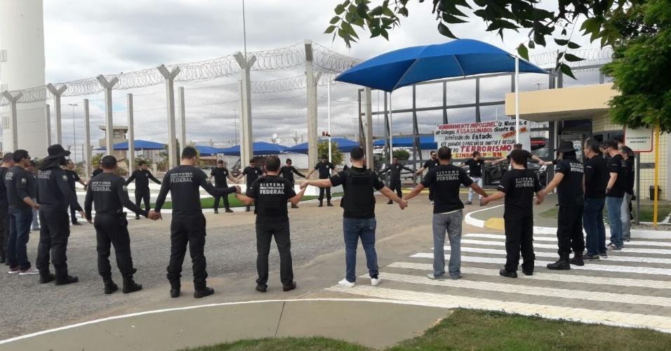 21.07.2017 -- Agentes penitenciários federais protestam contra mortes de colegas em presídio federal de Catanduvas (PR)