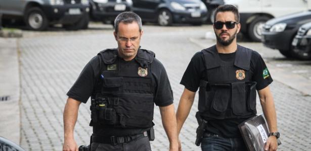 Agentes policiais chegam à sede da Polícia Federal, no bairro da Lapa, em São Paulo.