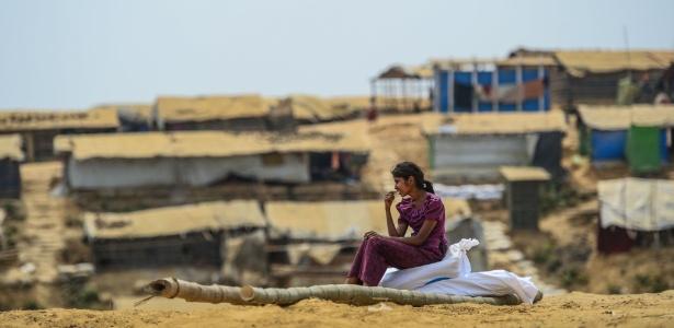 Refugiada rohingya descansa no campo Kutupalong