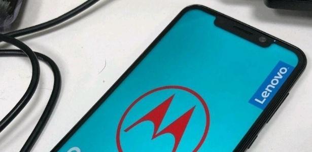 Novo celular da Motorola pode ter tela no estilo iPhone X
