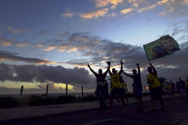 28.out.2018 -  Eleitores de Jair Bolsonaro celebram a vitória nas urnas no Rio de Janeiro