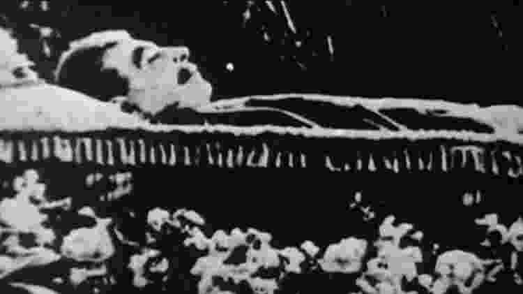A inesperada morte de Stálin pôs fim à perseguição de médicos judeus e, de acordo com Khrushchev - BBC - BBC