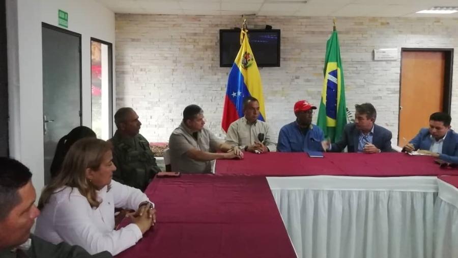 Governador de Roraima, Antonio Denarium (o segundo da direita para a esquerda), se reúne com representantes de Nicolás Maduro - Divulgação