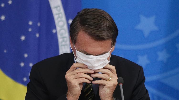 Presidente da República se atrapalha ao recolocar máscara - Dida Sampaio/Estadão Conteúdo