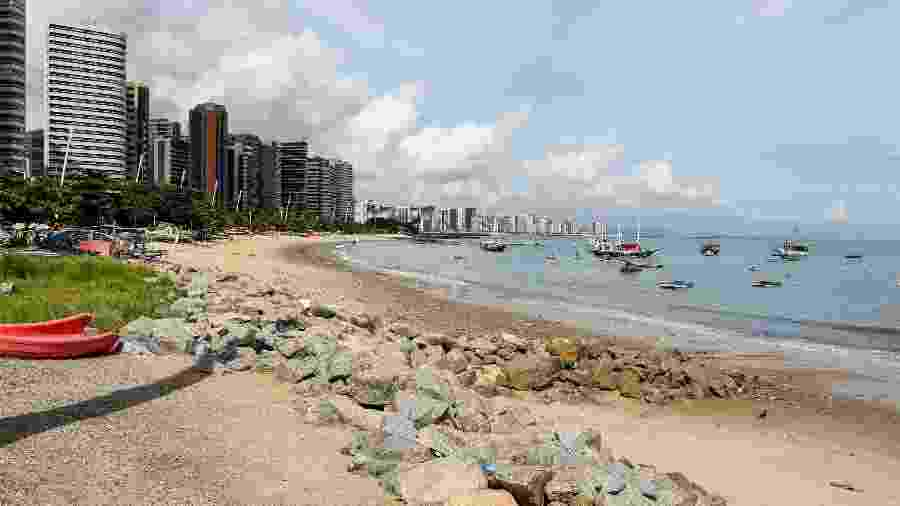 Praia do Mucuripe, em Fortaleza-CE, vazia durante a quarentena adotada no combate à covid-19 - Pedro Chaves/AGIF
