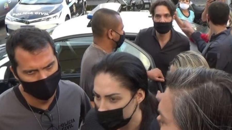 8.abr.2021 - Dr. Jairinho (no alto da foto) e Monique (na parte de baixo) são presos pela Polícia Civil no Rio - Divulgação/Polícia Civil