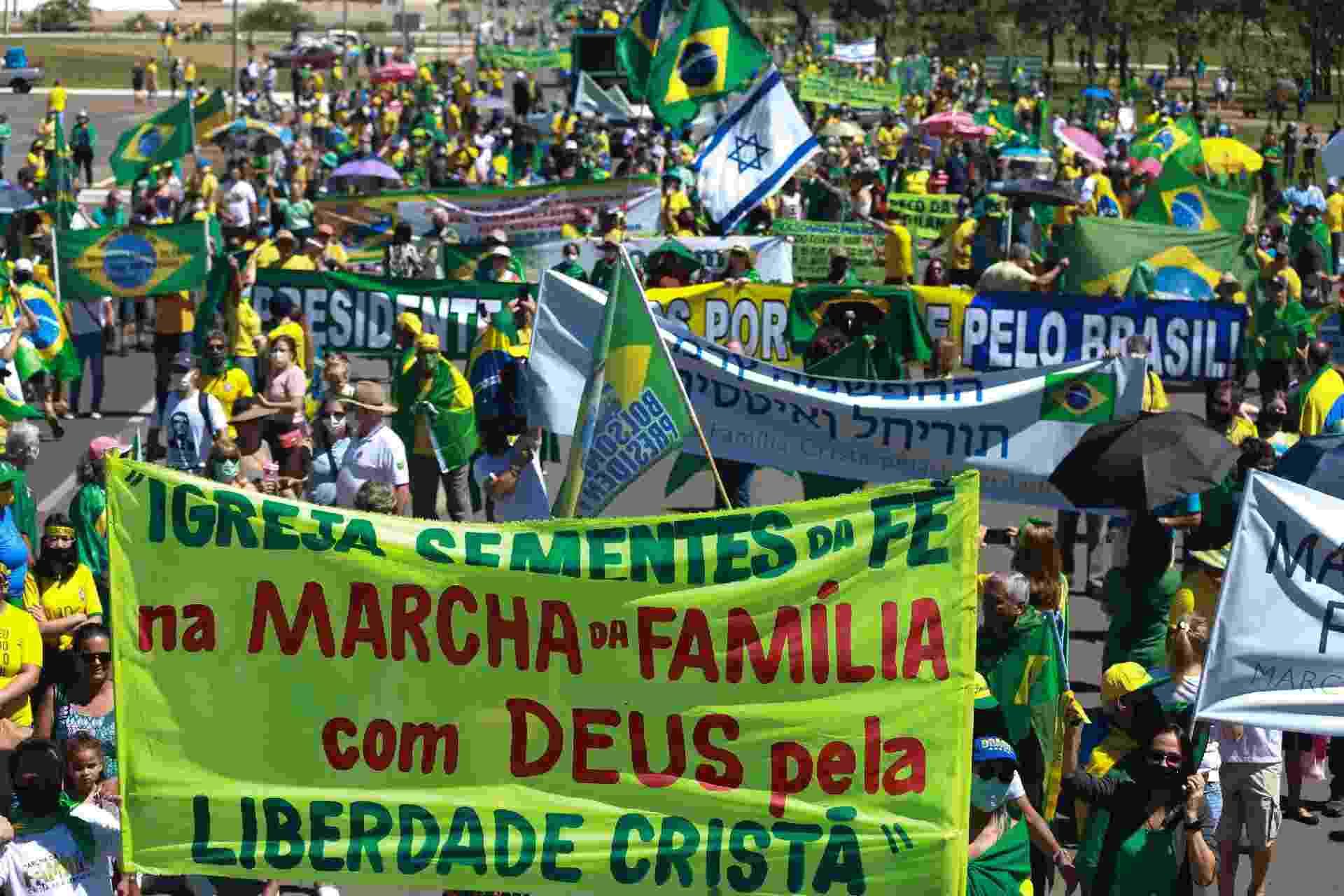 11.abr.2021 - Marcha da Família realizada em Brasília por apoiadores do governo Bolsonaro pede a criminalização do comunismo - CLÁUDIO MARQUES/ESTADÃO CONTEÚDO