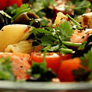 salada com salmão da da MR Fit Fast Food - Divulgação