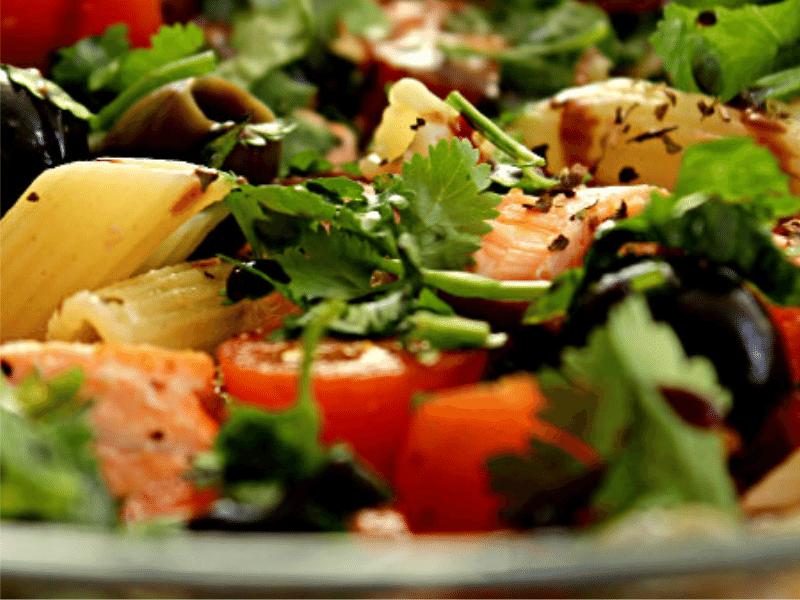 salada com salmão da da MR Fit Fast Food