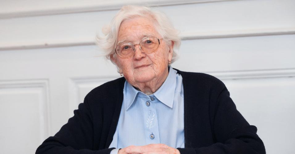 Colette Bourlier, aposentada francesa que concluiu doutorado aos 91 anos