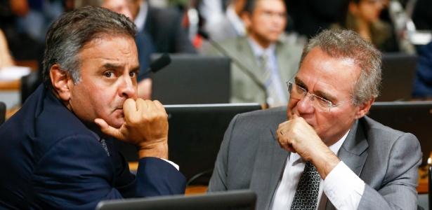 Os senadores Aécio Neves (à esq) e Renan Calheiros