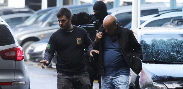 Detido em operação da PF, homem é levado para a sede da polícia, na zona portuária do Rio