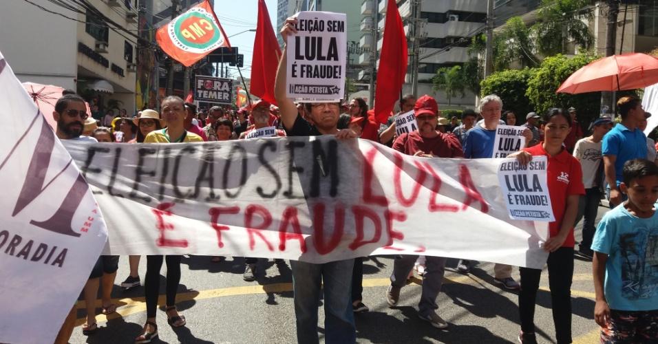 7.set.2017 - Manifestantes defendem candidatura de Lula em 2018 e dizem que ele é perseguido, no Grito dos Excluídos, em São Paulo