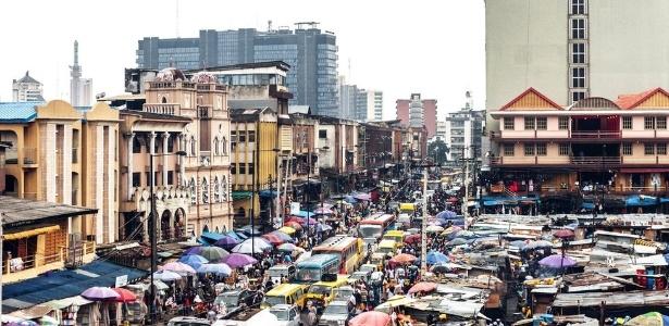 """Em Lagos, maior cidade da Nigéria, 57 homens foram presos acusados de realizar """"cerimônia homossexual"""" - Getty Images"""