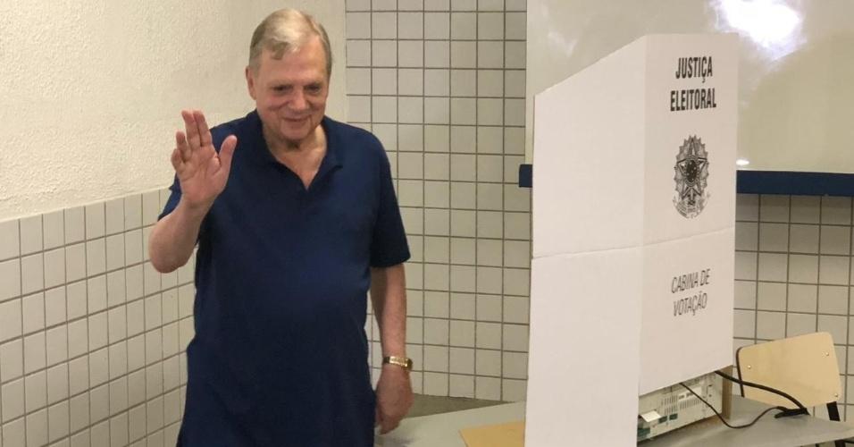 Tasso Jereissati vota no Ceará