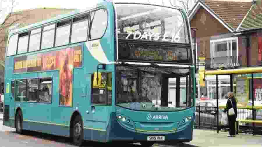 Menina pega ônibus errado, chora, e motorista desvia para deixá-la em casa - reprodução/Liverpool Echo