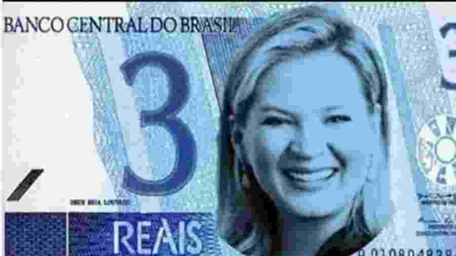 18.out.2019 - Eduardo Bolsonaro (PSL-SP) posta foto com Joice Hasselmann em nota de R$ 3  - Twitter