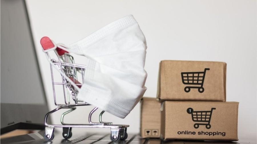 Muitos estão usando a internet para fazer compras, o que pode ser uma notícia boa para o comércio eletrônico; custos, no entanto, têm crescido para as empresas - Getty Images/BBC