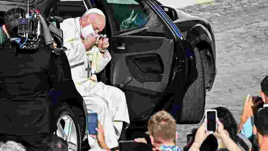 Papa Francisco chega de máscara para interagir com o público no Vaticano - Vincenzo Pinto/AFP