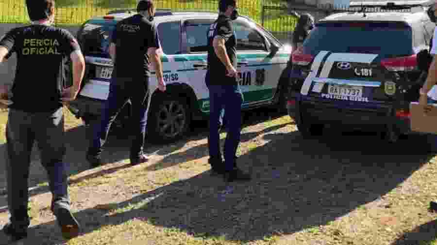 22.nov.2020 - Policiais civis cumpriram mandado de busca contra suspeito das ameaças racistas a uma vereadora eleita em Joinville - Divulgação/Polícia Civil