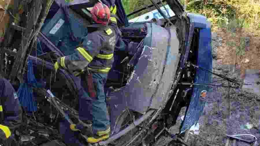Segundo os bombeiros, 16 pessoas morreram por causa deste acidente, até por volta das 20h desta sexta-feira - Divulgação/Corpo de Bombeiros-MG