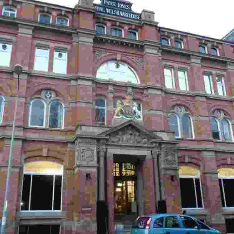 O armazém de Pryce Jones, o Royal Welsh Warehouse, ainda domina a paisagem de Newtown - JEREMY BOLWELL/GEOGRAPH - JEREMY BOLWELL/GEOGRAPH