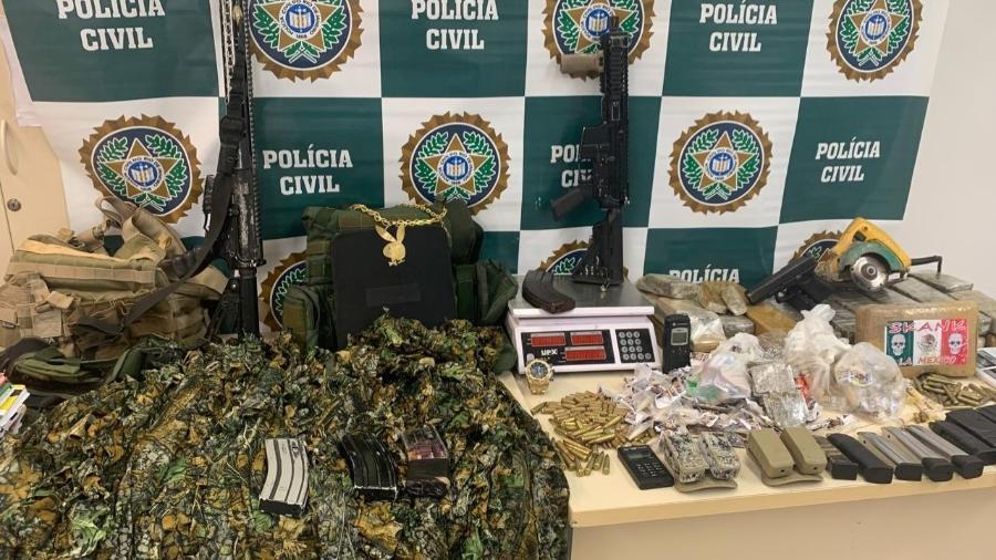Operação da Polícia Civil apreendeu fuzis, munições, pistolas e roupas camufladas - Reprodução/Polícia Civil do Rio de Janeiro