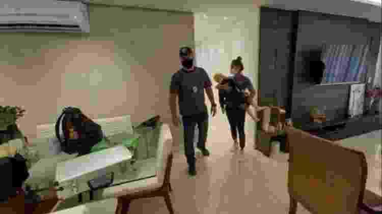 Policiais durante a reconstituição da morte de Henry dentro do apartamento em que ele vivia com mãe e o padrasto - Polícia Civil do Rio de Janeiro - Polícia Civil do Rio de Janeiro