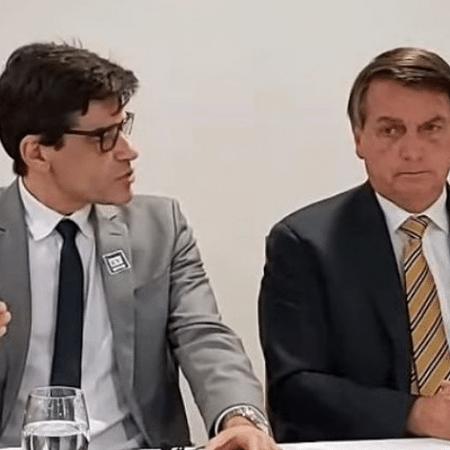 Delegado Alexandre Saraiva e presidente Bolsonaro, em live transmitida em novembro de 2020 - Reprodução de vídeo