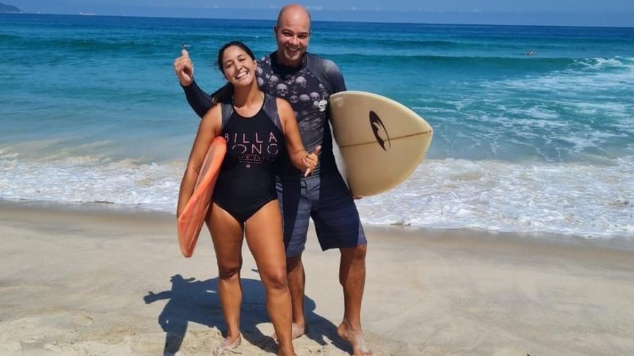 """Michele e o marido na nova vida em Maresias: """"compramos um flat pertinho do canto da praia que a gente gosta"""" - Arquivo pessoal"""