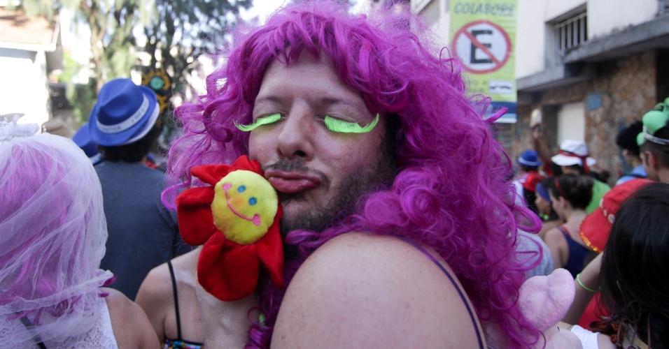 30.jan.2016 - O bloco Céu na Terra tomou conta das ruas de Santa Teresa, na zona norte do Rio de Janeiro, na manhã deste sábado (30). O bloco desfila no carnaval carioca há 16 anos