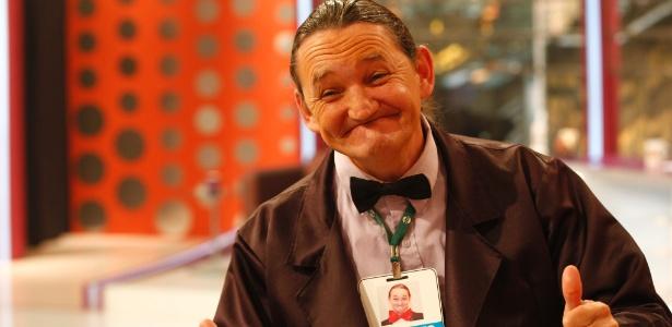 Marquito posa para foto durante bastidores do Programa do Ratinho, no SBT, em 2011